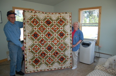 Quilt_raffle_with_scott_and_barbara